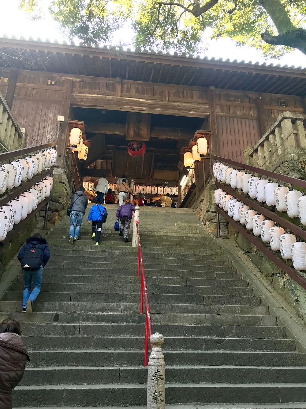 吉備津神社殿へと続く階段パワースポット