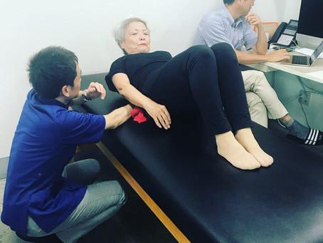 腰痛のための運動療法・現場で学びを深める(脊柱狭窄症の方へのピラティス)