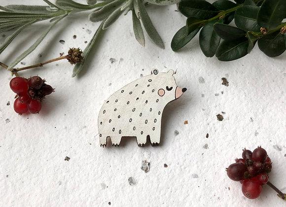 Dřevěná brož medvěd