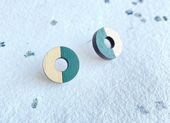 Dřevěné náušnice kruhy tm. zelená