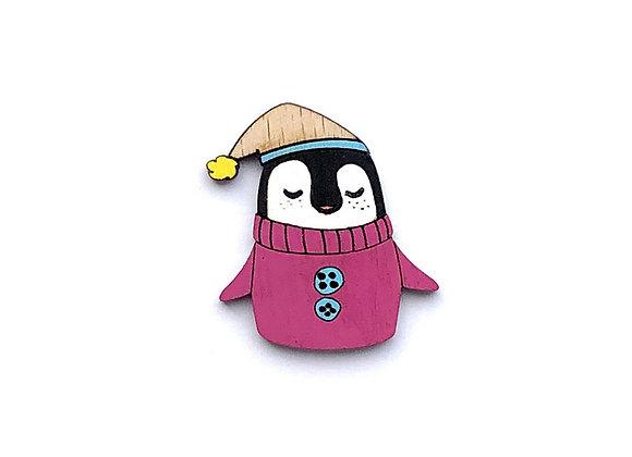 Dřevěná brož tučňák v růžovém svetru