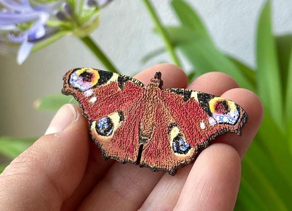 Dřevěná brož motýl - Babočka paví oko