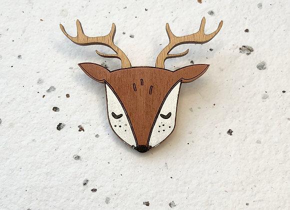 Dřevěná brož jelení hlavička
