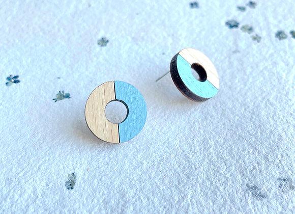 Dřevěné náušnice kruhy nebeská modrá