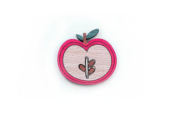 Dřevěná brož červené jablíčko