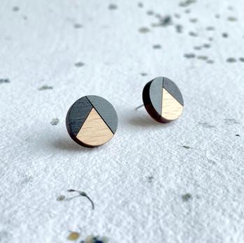 dřevěné náušnice kolečka černá.JPEG