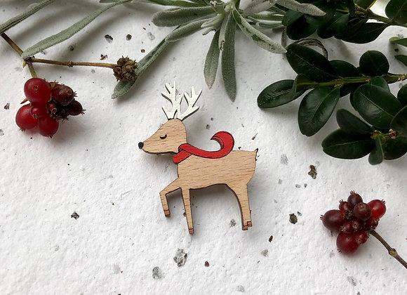Dřevěná brož jelen se šálou