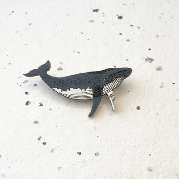 Dřevěná brož keporkak velryba
