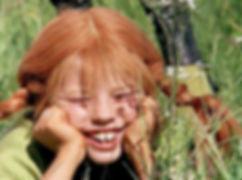 Pippi-Langstrumpf-im-Gras-liegend.jpg