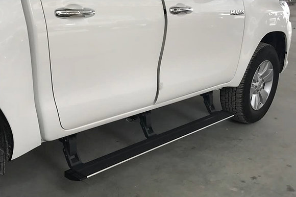 Toyota Land Cruiser 200 Electric Side Steps with 3 bracket arms