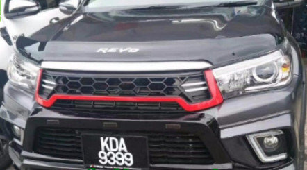 Hilux Revo TRD Grill -Red