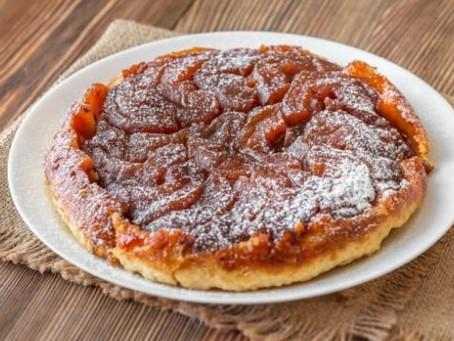 Como fazer torta de maçã caramelizada?