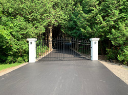 #89 | Swing gate with paved driveway