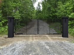 #10 | Modern driveway gate
