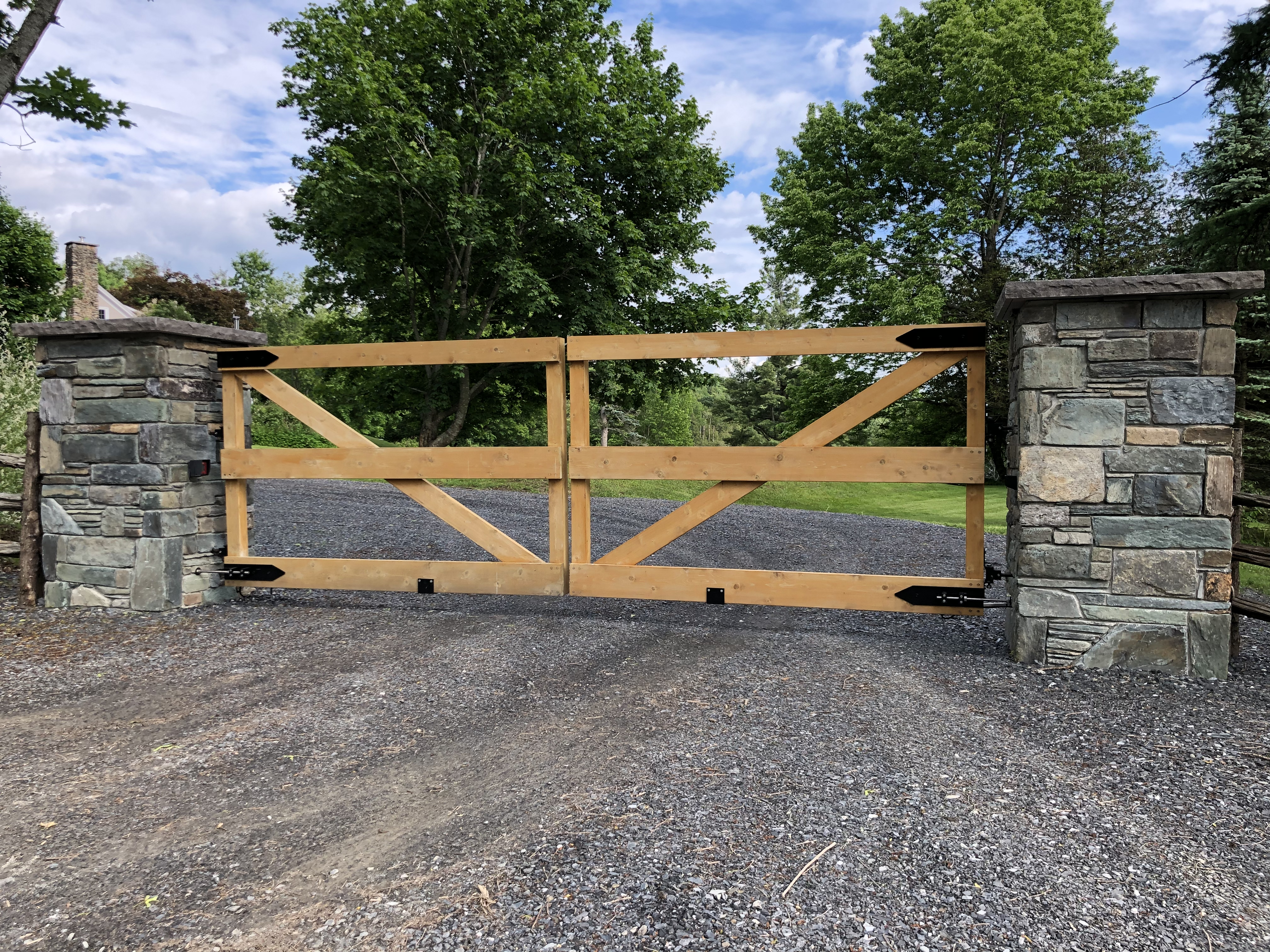 #92 | Wood gate with 36'' stone pillars