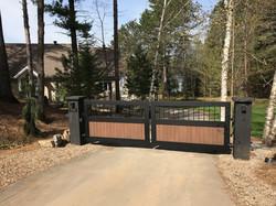 #39 | Aluminum and wood gate