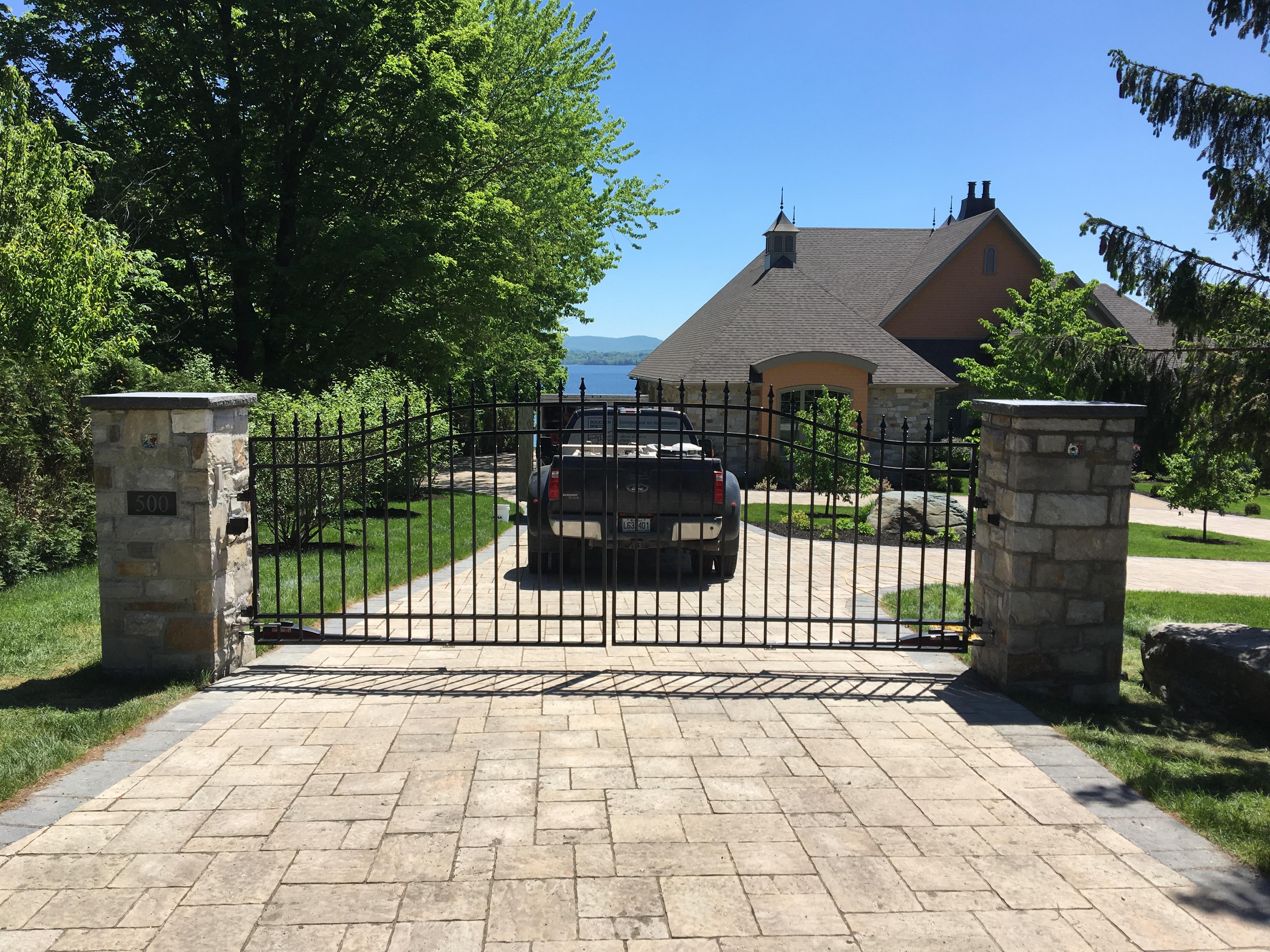#26 | Double arch gates