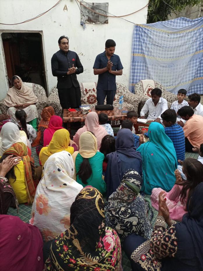 Punjab Christians: Worshipping, Learning