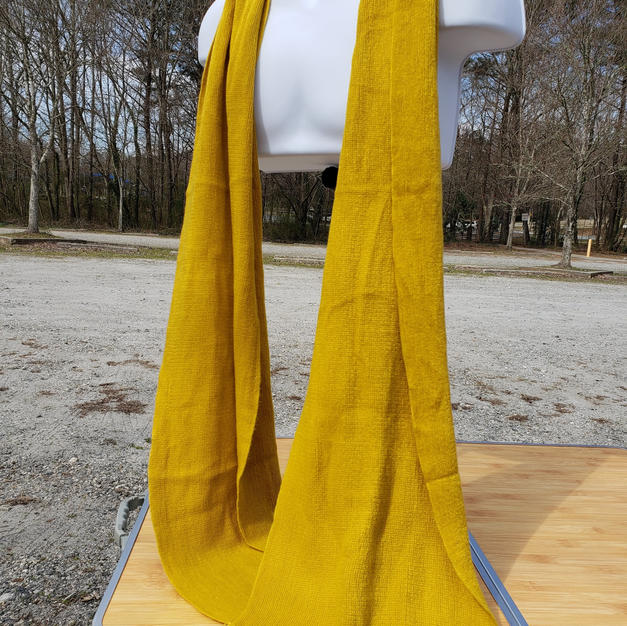 $10 Extremely long gold knit scarf