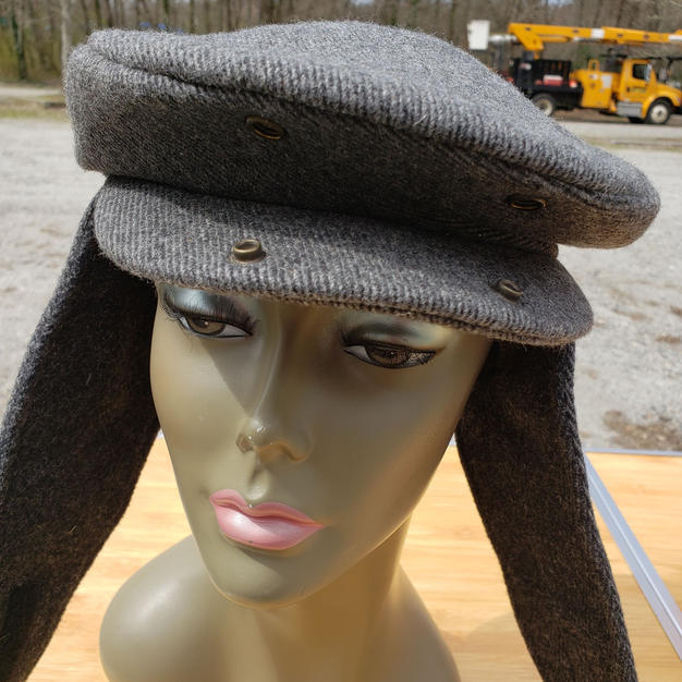 $60 UNISEX grey wooly Flatcap with earflaps