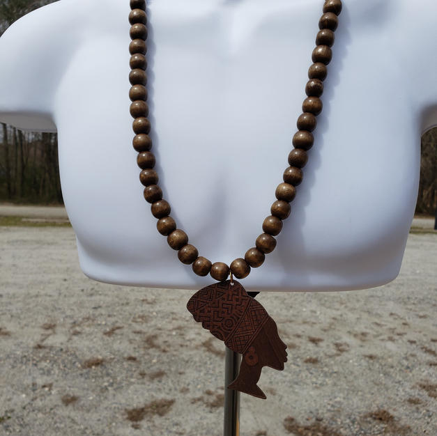 $40 Nefertiti beads facing RIGHT