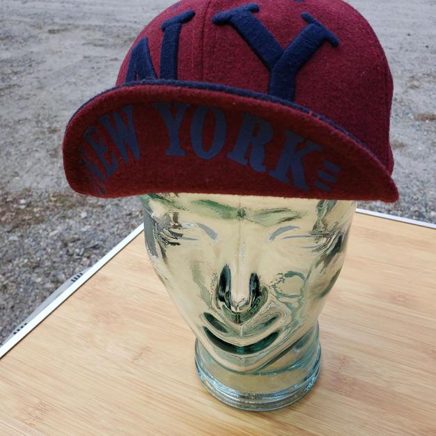 $75 UNISEX rare find navy/burgundy wool NY cap