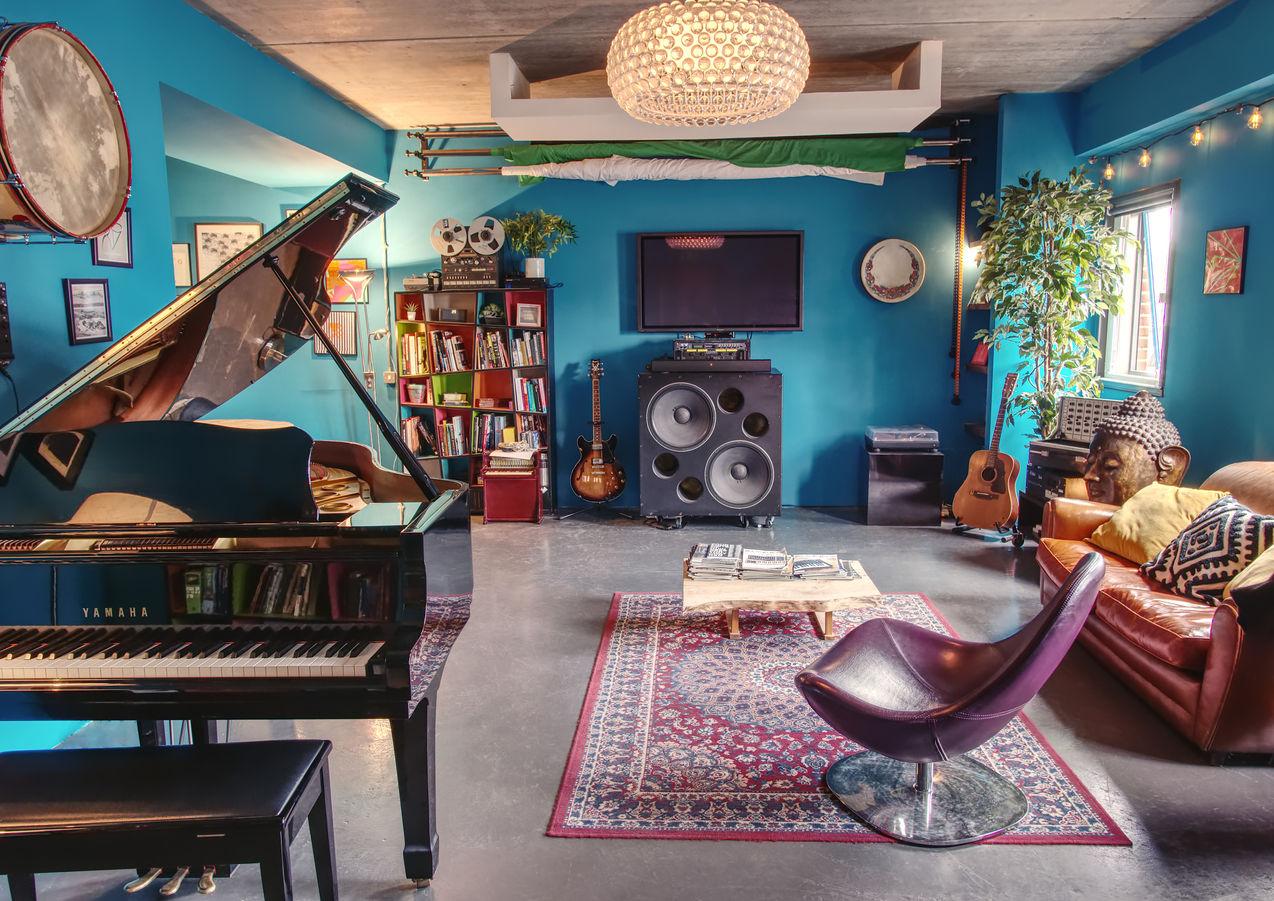 Lounge Full.jpg