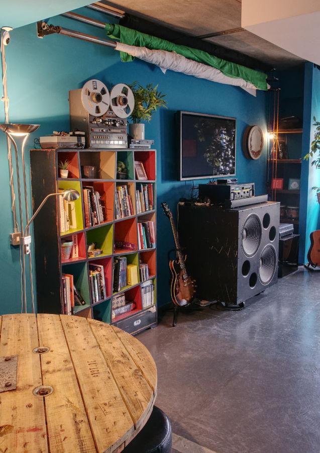 Lounge HDR Side.jpg