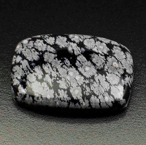 Камень снежный обсидиан натуральный 18.70 карат