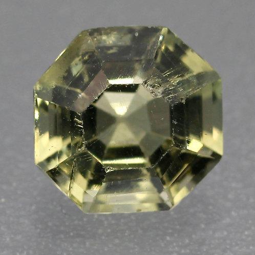 Камень апатит натуральный 1.20 карат
