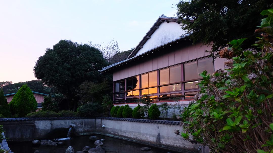 ▲座敷から見える夕日03