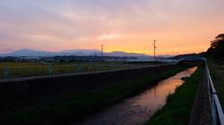 ▲座敷から見える夕日01