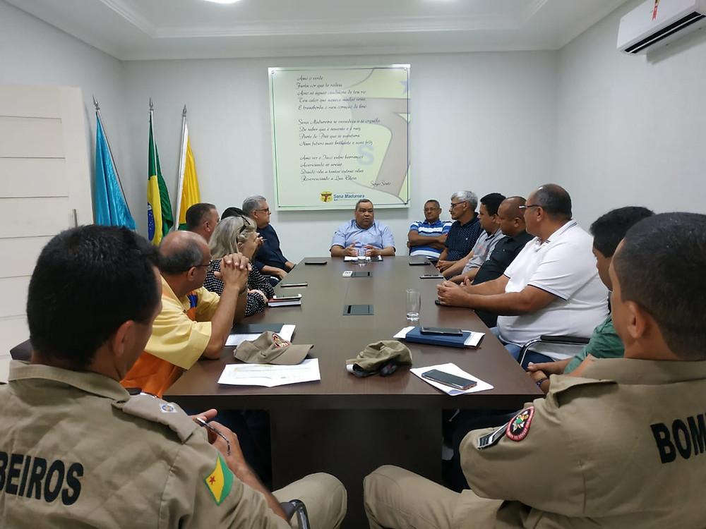 Com o aumento das águas do Rio Iaco: Prefeitura Municipal, Corpo de Bombeiros, Defesa Civil e Assistência Social, se reúnem para tratar sobre o Plano de Contingência.