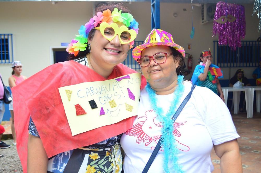 Dona Fátima Diniz, acompanhada da psicóloga Cristiane Saraiva (Foto: Lucas Costa/ASCOM)