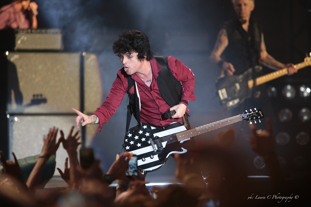 Green Day dazzles the fans...