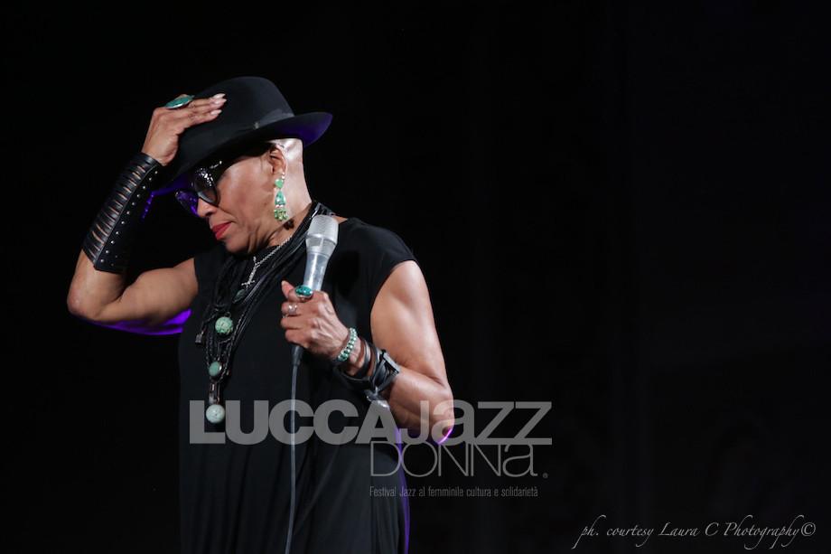 https://www.facebook.com/pg/LuccaJazzDonnaFestival/photos/?tab=album&album_id=10154677339324719