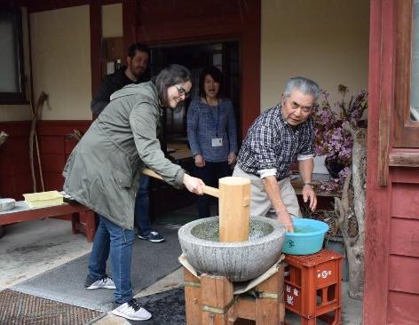 mochi-pounding-at-a-farmhouse.jpg