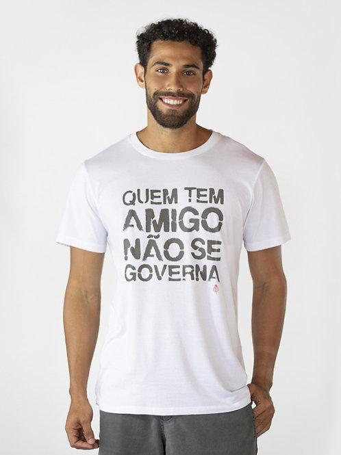 Camiseta QUEM TEM AMIGO