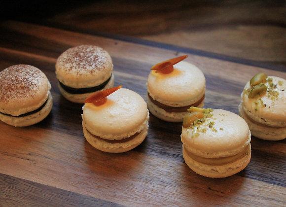 Les Macarons Classiques : Chocolat, Caramel & Pistache
