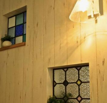 【風水】小さな窓があったならステンドグラスを入れてみたい✨