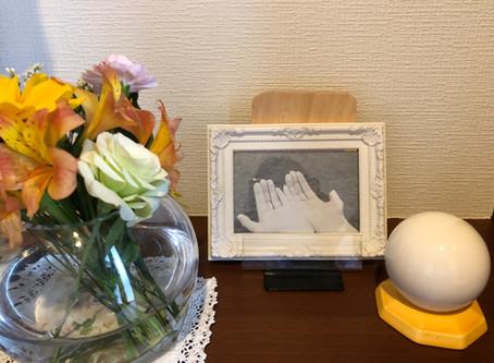 【風水体験談】受け取るポーズの写真を飾ったら金銭的な支援がすぐやってきた!