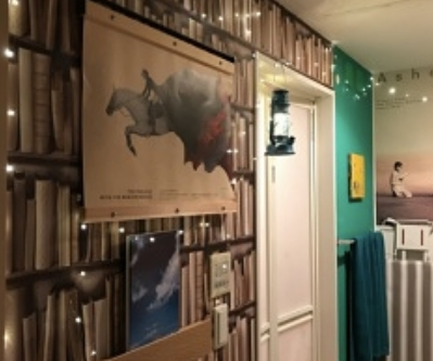 【風水事例】浴室に本棚の壁紙!水場だってこんなに豊かな空間に変身できる♬