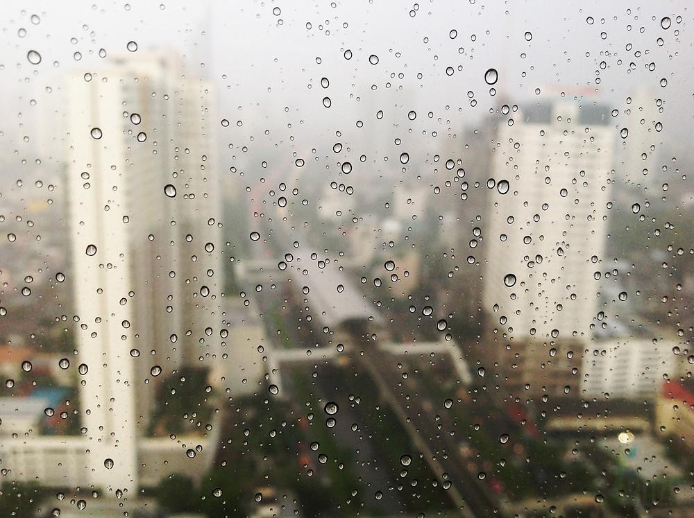 窓掃除風水 深層心理 窓を掃除するコンテンポラリー風水フジワラユカ