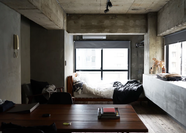 風水インテリア コンクリート打ちっ放しの部屋 コンテンポラリー風水コンサルタントフジワラユカ