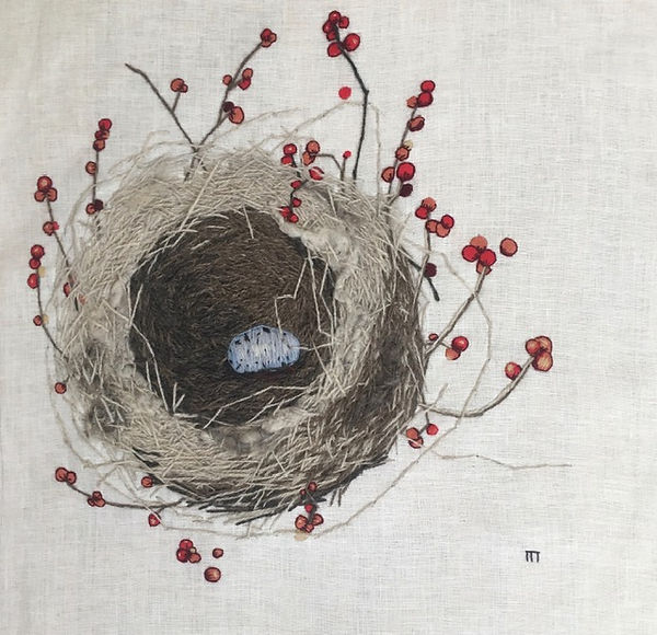nest_with_eggs_and_berries.jpg