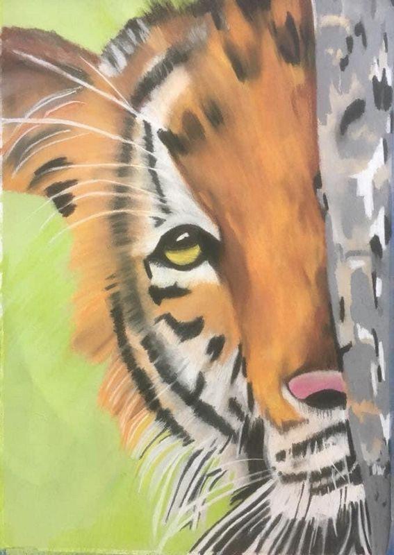 tiger_behind_tree.jpg