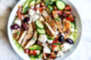 Greek-Salad-with-Grilled-Chicken-foodiec