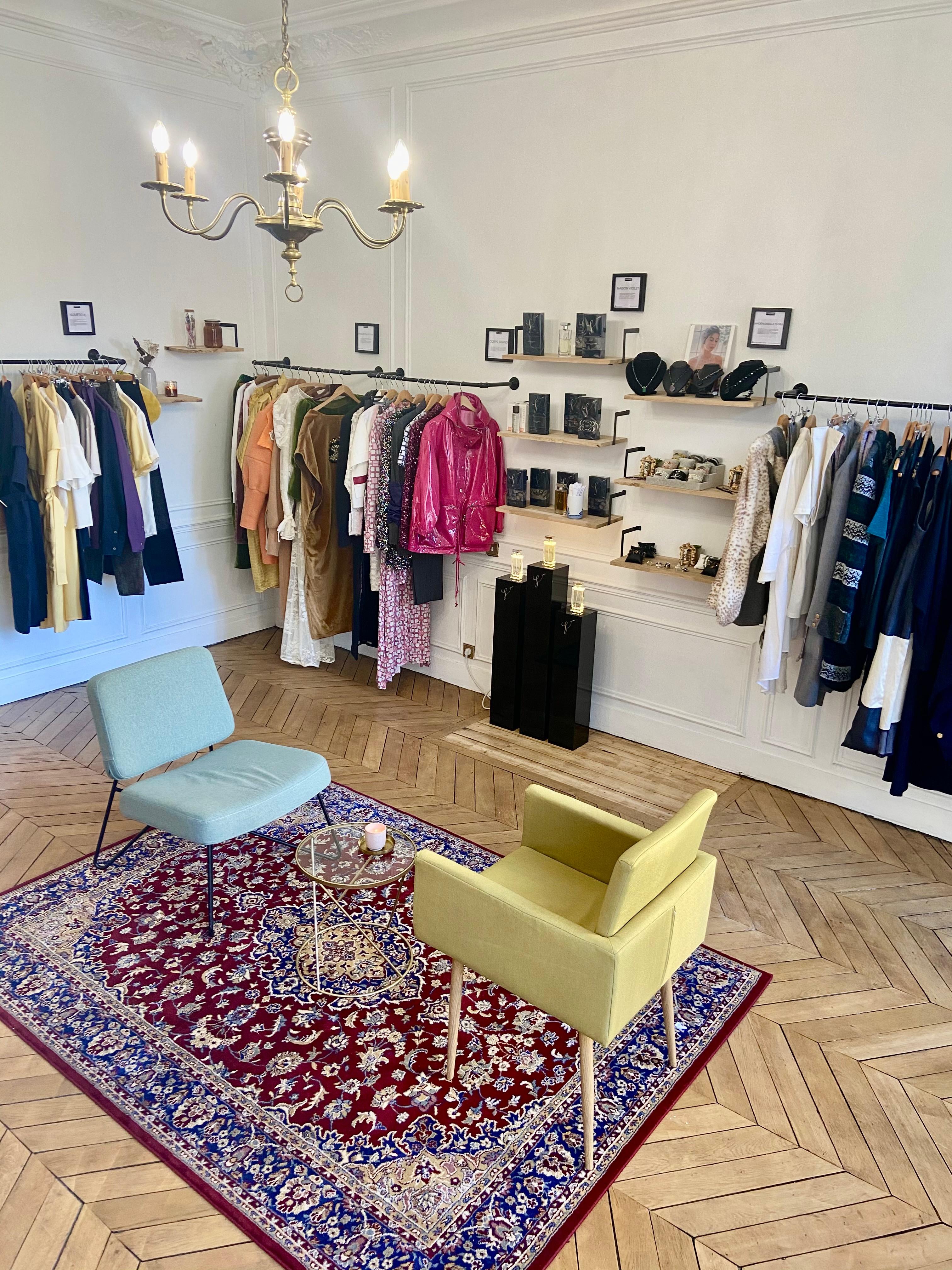 Corner marque showroom : un portant