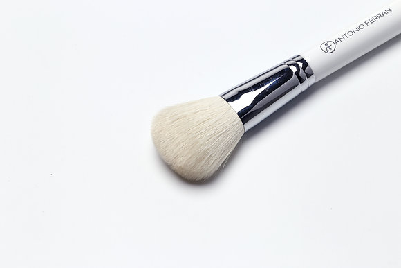 P2 - Medium Powder Brush