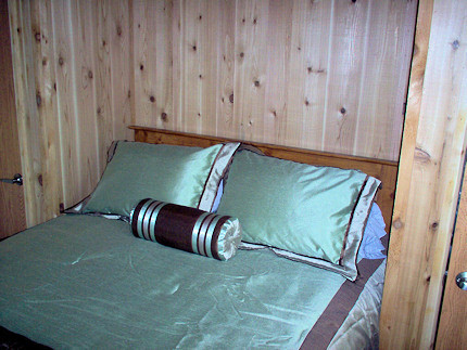 lodge1bed.jpg